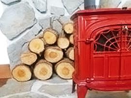 赤い薪ストーブ